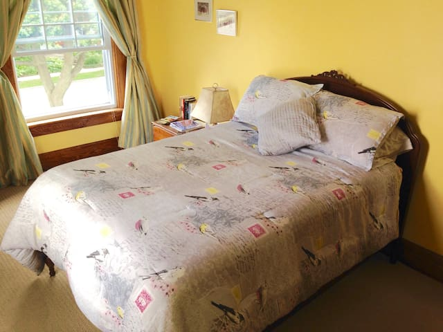 """Large Victorian Home """"Yellow Bird Room"""" double bed"""