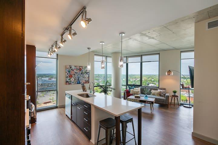 Cozy Flat + Amenitized Building
