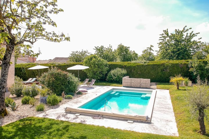 Comfortable cottage with heated pool and secluded garden in the Cognac region.