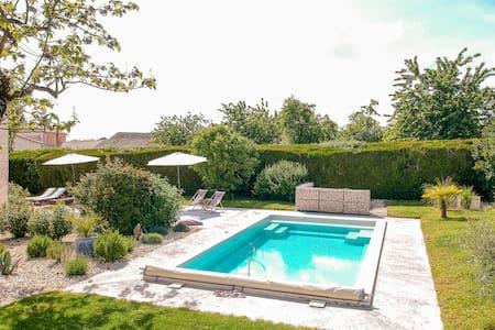 Großzügiges Landhaus mit privatem Pool in Villiers-Couture