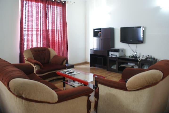 Hollywood Premium Suites - Bangalore - Wohnung