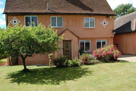 Medieval house - lovely room and private bathroom - Long Melford - Hus