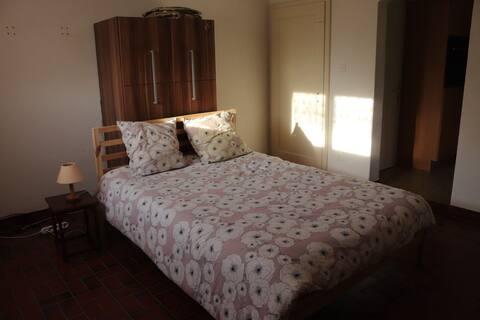 Votre studio privé avec jolie terrasse dans une villa chez l'habitant avec parking gratuit à  Morlon