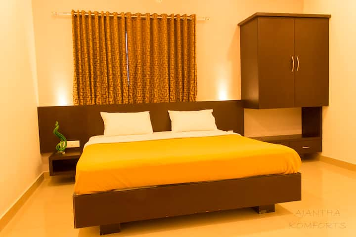 Rooms are specious and located in the Main Road