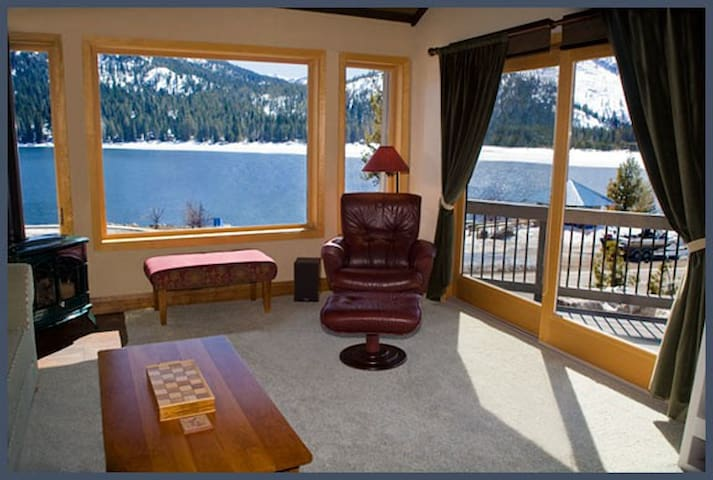Beautiful Lakefront Townhouse - Truckee - Townhouse