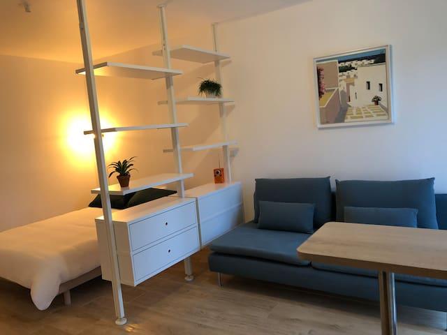 Studio indépendant avec jardin et parking