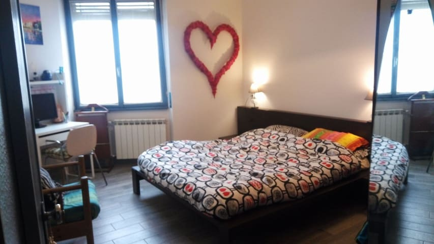 Wide and bright double room with private bathroom