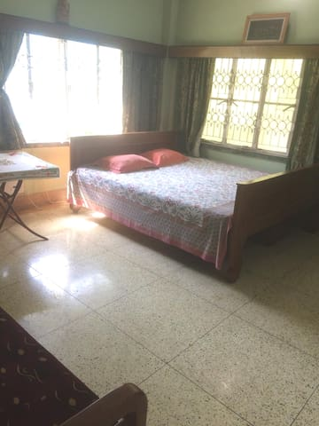 Big spacious homely room near airport