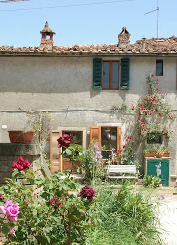S.Galgano: Liebevoll renoviertes Haus mit Garten - Colordesoli