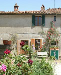 S.Galgano: Liebevoll renoviertes Haus mit Garten - Colordesoli - Ev