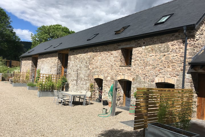 Spacious Newly-converted Brecon Beacons Eco-barn