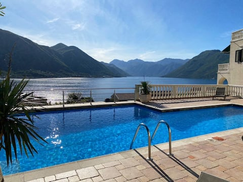 Spectacular view Penthouse - Pool and Free Parking