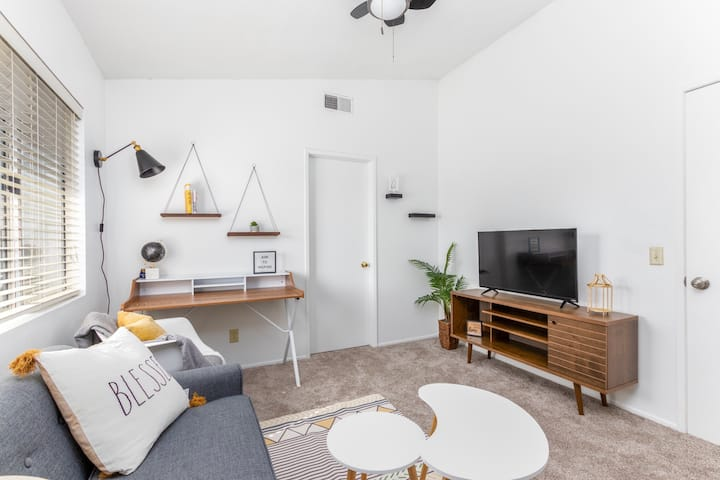 Bright & Modern Suite for a Work Trip or Getaway!