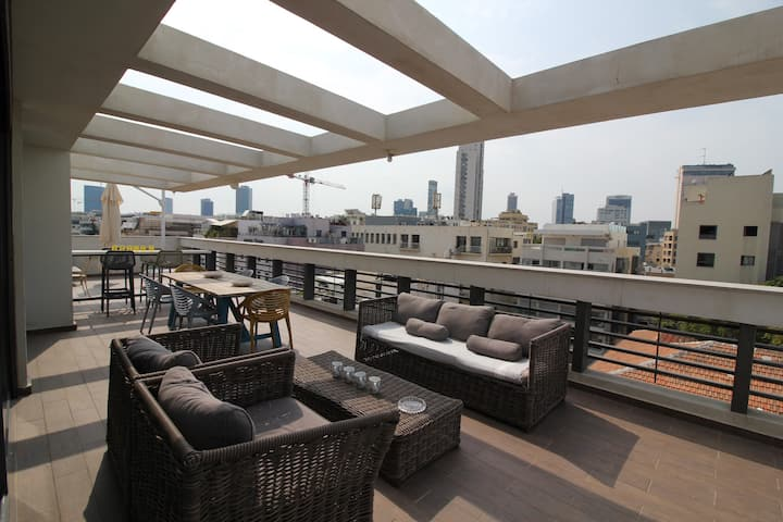 ~~SHEINKIN PENTHOUSE-4 Bedrooms/3 Bath-Special!!!