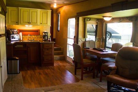 The luxurious Greystone inn - West Park - Kamp Karavanı/Karavan