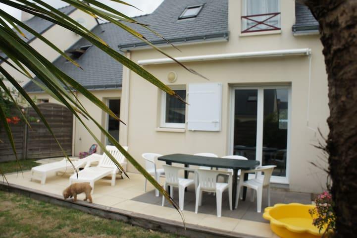 Maison spacieuse, garage. Mer et commerces à pied - La Turballe - Dom