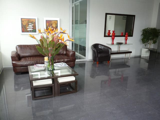 Big, Totally equipped Private room in Miraflores!