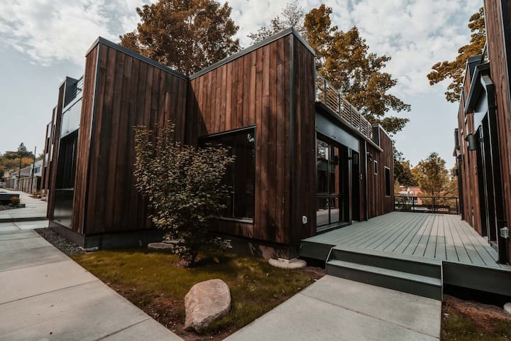 Experience The Tiny Home Movement @ BlockhouseLife