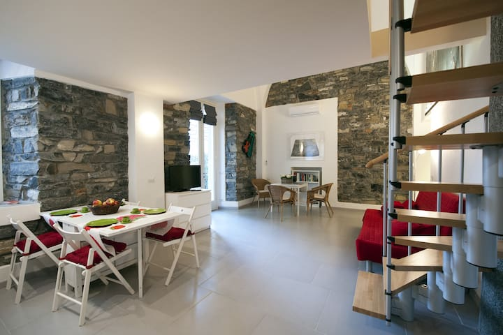 Loft in Como – 2 levels – garden - parking – A/C