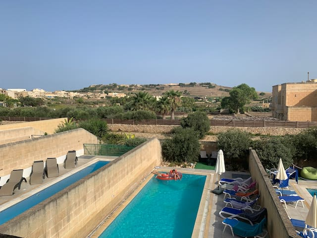 Spacious Villa 4BR, large pool and country view