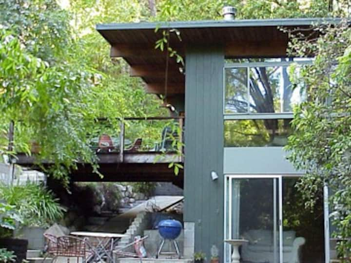 Brentwood Modernist Guesthouse
