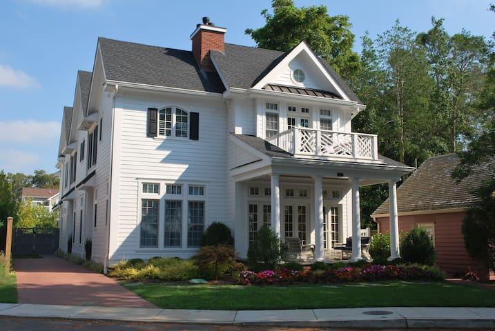 Designer's Own Lakefront Estate