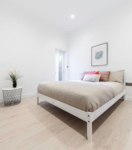 3 bedroom stylish garden flat -close to tube&train - ロンドン - アパート