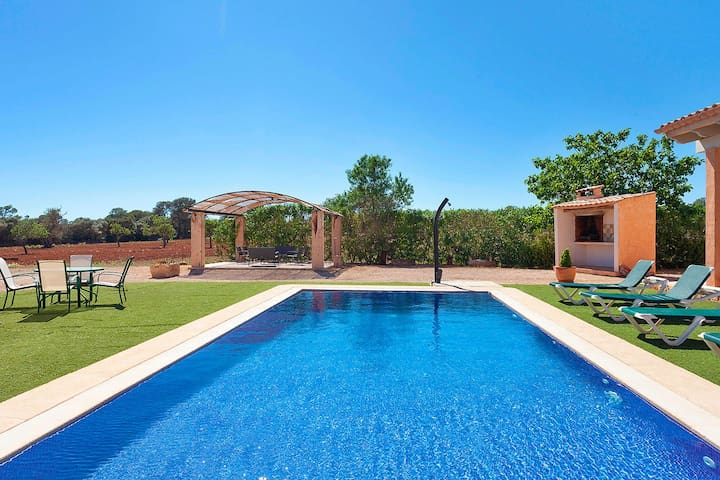The views to the west are wide open, enjoy great sunsets in the pool and terrace area