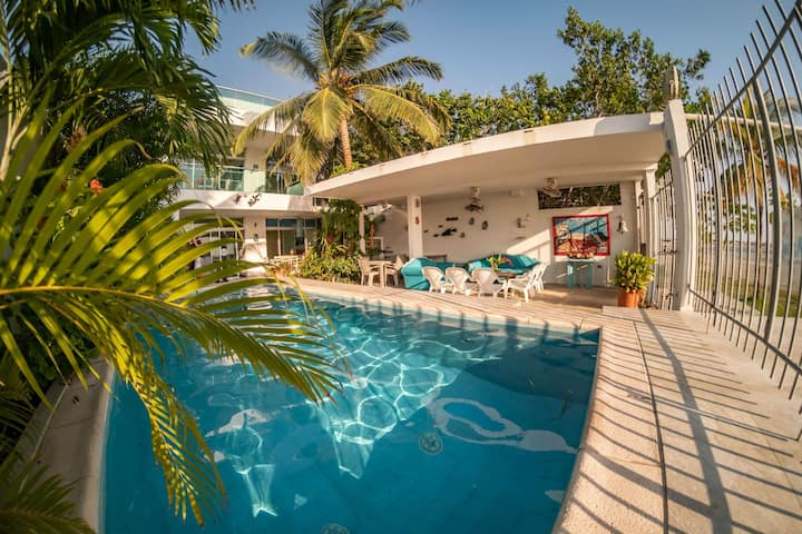 Spacious 3 bedroom beachfront house with pool and rooftop terrace
