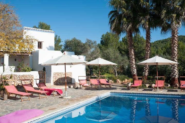 Charming Ibizan Rural Villa, 5' to Santa Gertrudis