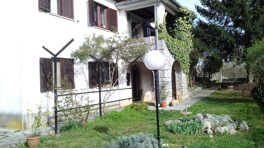Apartment (+parking) ideal for one day trips - Veli Brgud - Daire