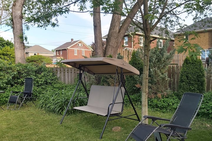Swish tent Niagara walk 2 falls free park bbq yard