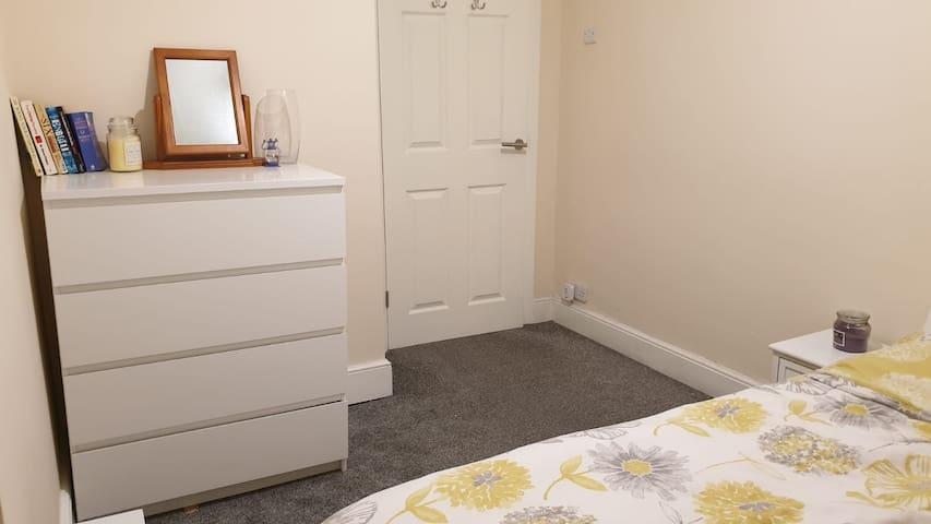 Location Location Location, Clapham Junction Room