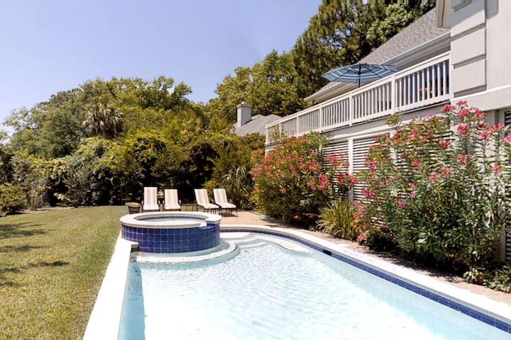 Spacious Designer Home - 2 Masters, Pool, Golf & Lagoon views - Ideal for Large or Multiple Families