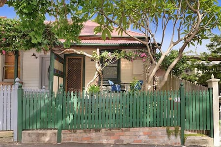 Cute cottage in Balmain - fantastic location.