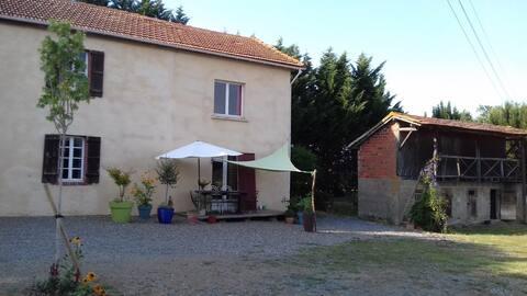 """Gîte """"Au Barraga"""" in an equestrian farm"""