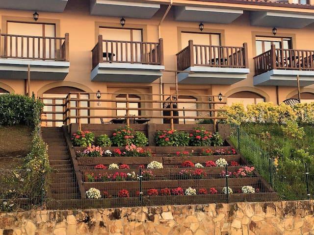 Apartamento con Jardín Privado frente a la Playa