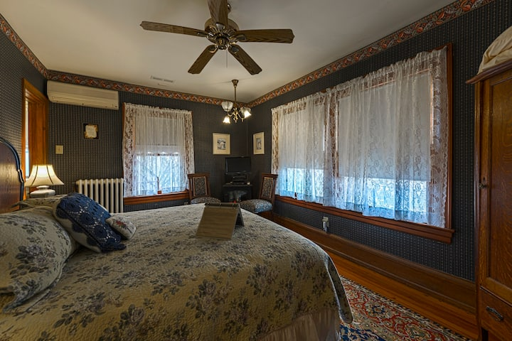 Bride's Room - The Candlelight Inn