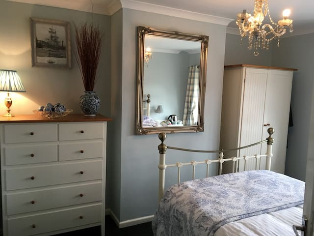 Comfy and bright room called Endeavour in Whitby