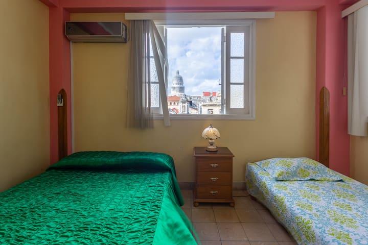 Vista del interior de la segunda habitacion