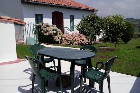 COUNTRY HOUSE NEAR SANTILLANA  - Reocín - บ้าน