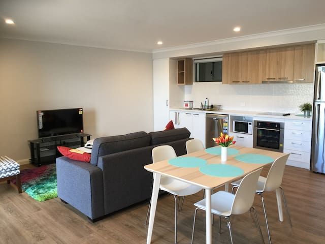 Perth perfect location - New 2 bed apartment (#20)