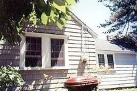 Pine Point Cottage -  2 bedroom cozy cottage - Scarborough - Blockhütte