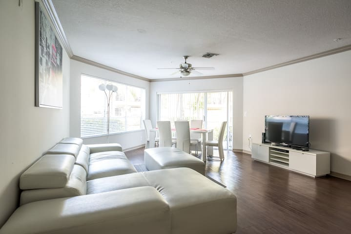 New 2Bedroom/2Bathroom Suite 3 with bayview - Aventura