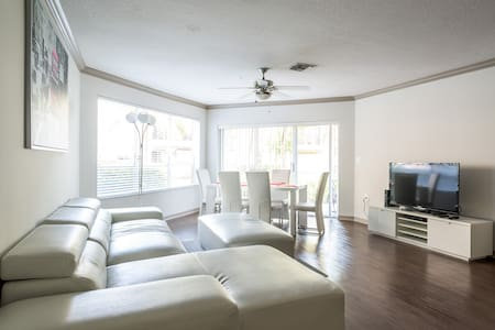New 2Bedroom/2Bathroom Suite 3 with bayview - Aventura - Apartment