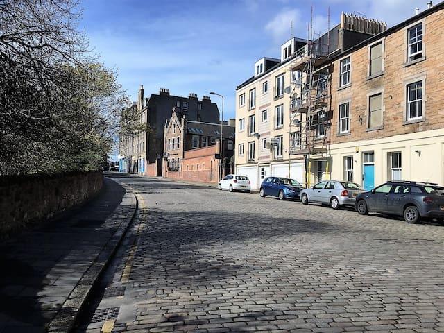 Traditional Edinburgh buildings
