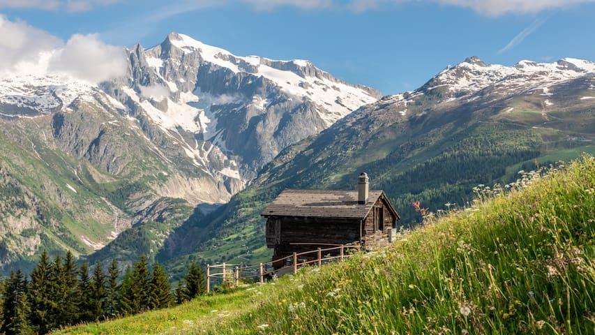 Alphütte mit Traumaussicht auf's Oberwallisertal