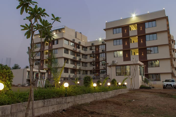 The Service Apartment - bhimpore - Lägenhet