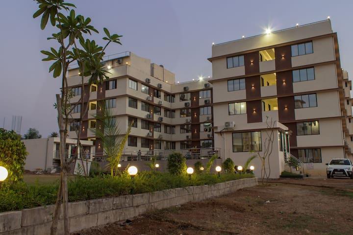 The Service Apartment - bhimpore - Apartamento