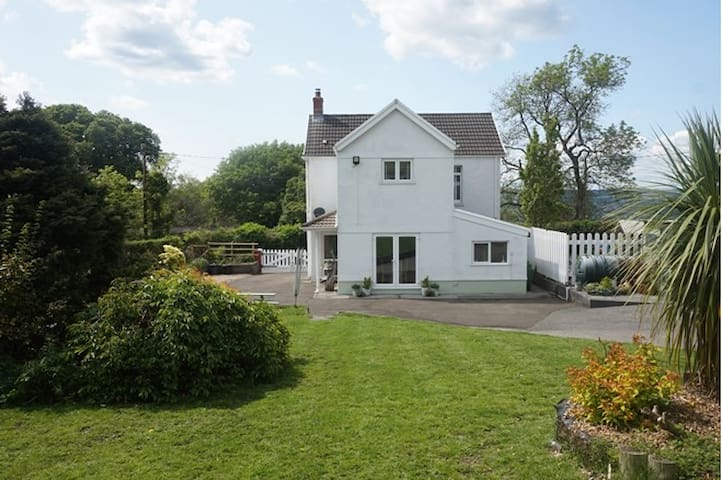 An awesome breakfast and a mighty comfy bed. - Betws - Bed & Breakfast